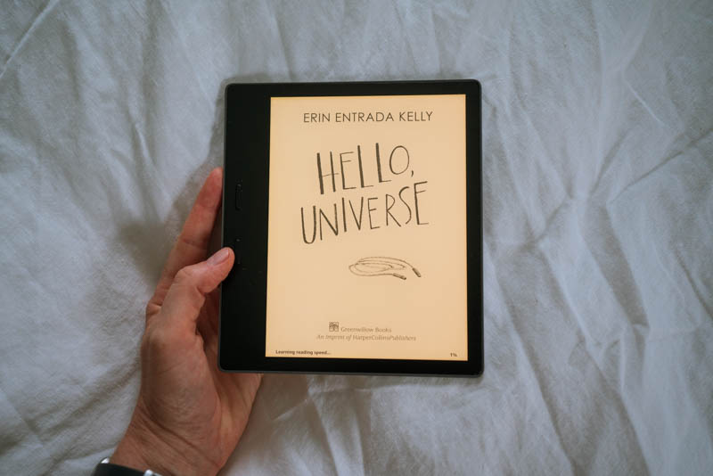 Reading Hello, Universe by Erin Entrada Kelly via Kindle Oasis.